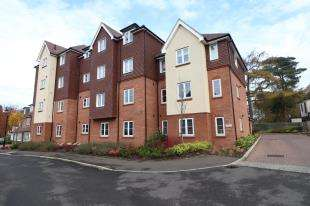 1 Bedroom Flat for sale in Woodview Way, Caterham, Surrey