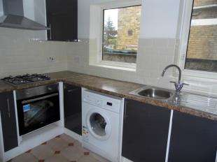 2 Bedrooms Semi Detached House for sale in Sheals Crescent, Maidstone, Kent