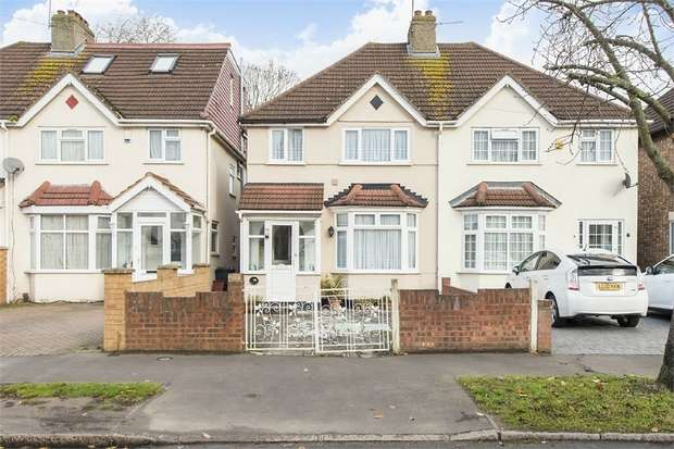 3 Bedrooms Semi Detached House for sale in West Way, Hounslow, Middlesex