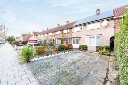3 Bedrooms Terraced House for sale in Harold Hill, Romford, Havering