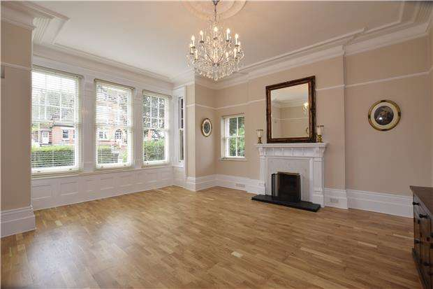 2 Bedrooms Flat for sale in Silverdale Road, EASTBOURNE, East Sussex, BN20 7AZ