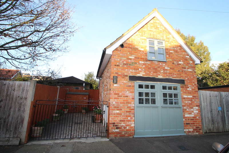 1 Bedroom Detached House for sale in Dennan Road, Surbiton