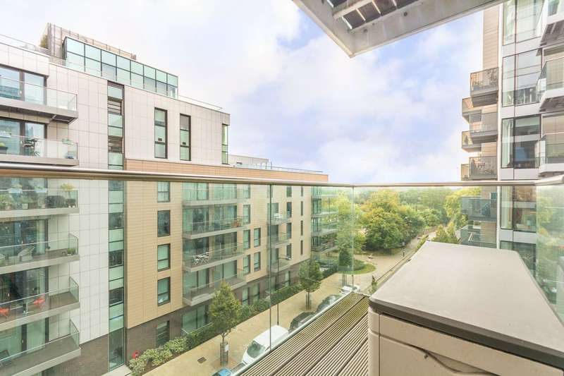 3 Bedrooms Flat for sale in Woodberry Grove, Manor House, N4