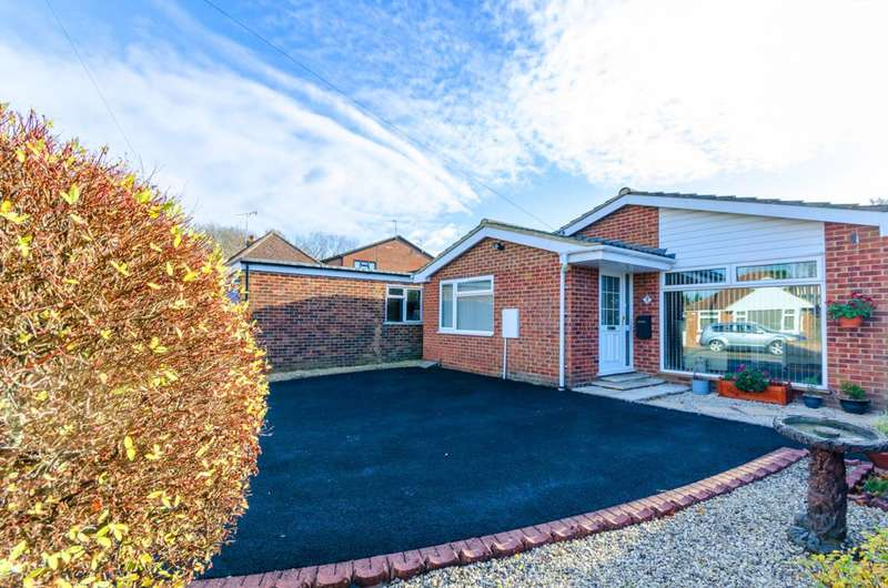 2 Bedrooms Bungalow for sale in Rydes Hill Crescent, Guildford, GU2
