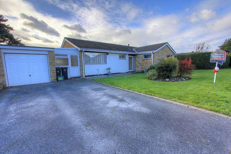 3 Bedrooms Detached Bungalow for sale in Glenmoor Road, West Parley, Ferndown, Dorset, BH22 8QD