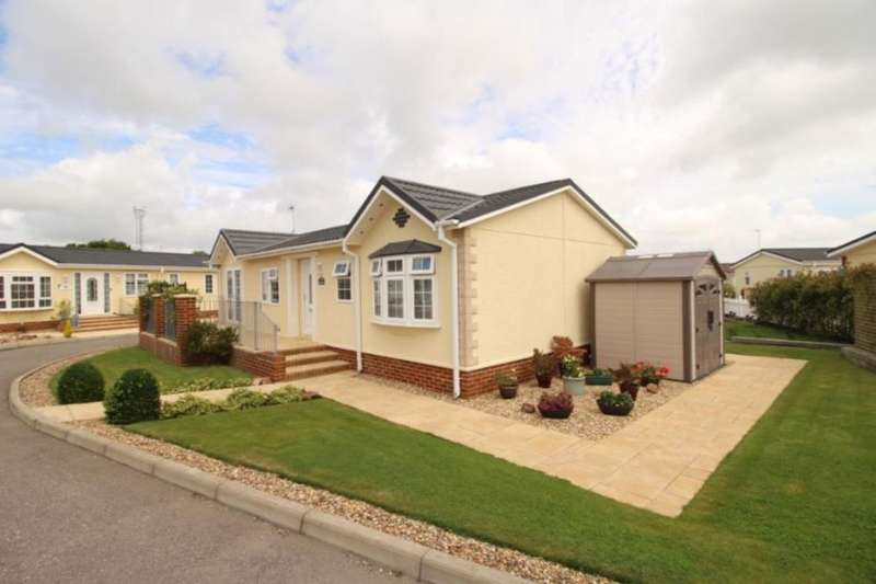 2 Bedrooms Detached Bungalow for sale in Oak Tree Lane, Eastbourne, BN23