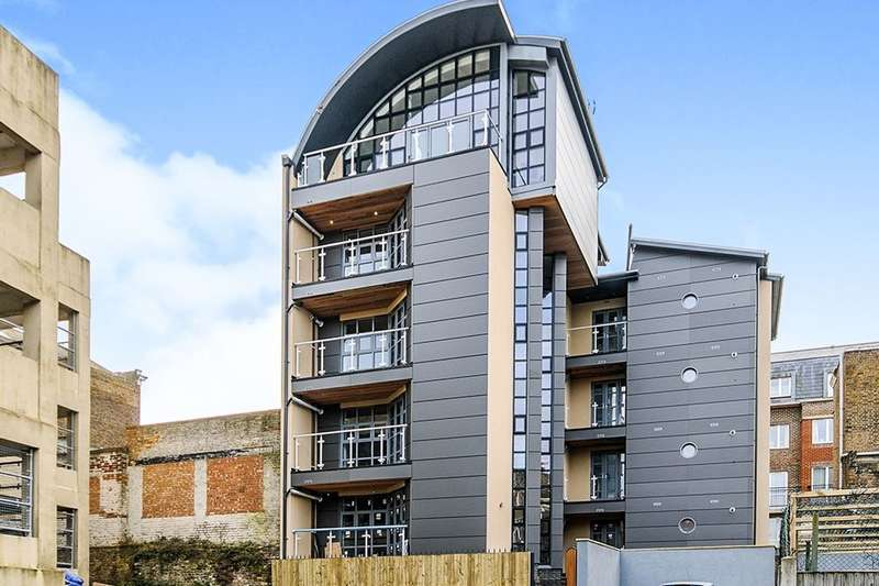 2 Bedrooms Flat for rent in Cliff Street, Ramsgate, CT11