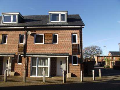 3 Bedrooms Semi Detached House for sale in Totton, Southampton, Hampshire