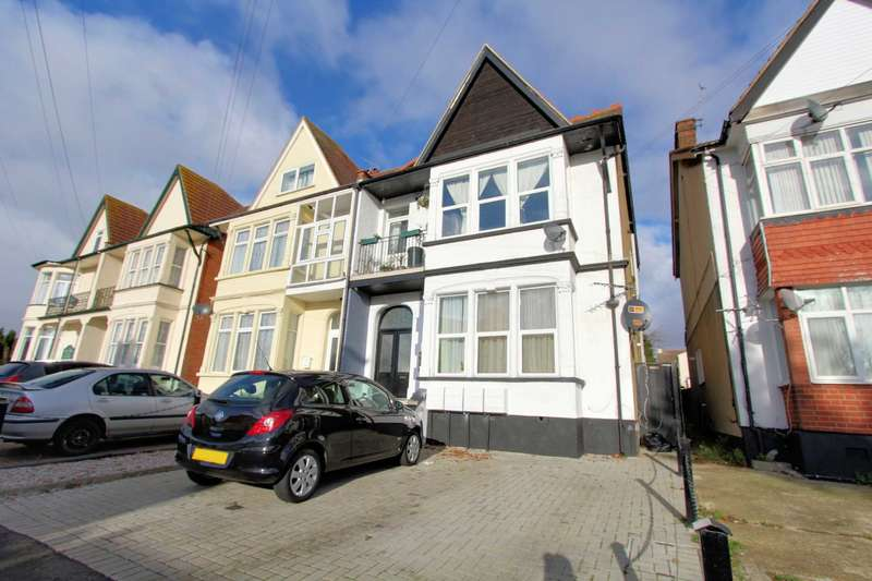 2 Bedrooms Apartment Flat for sale in Genesta Road, Westcliff On Sea