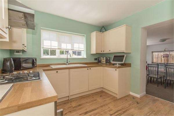 2 Bedrooms Detached Bungalow for sale in Point Road, Canvey Island, SS8