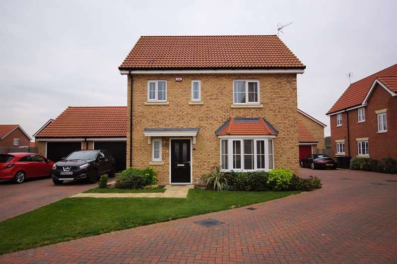3 Bedrooms Detached House for sale in Gelding Close, Rochford