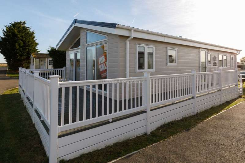 2 Bedrooms Lodge Character Property for sale in Steeple, Essex
