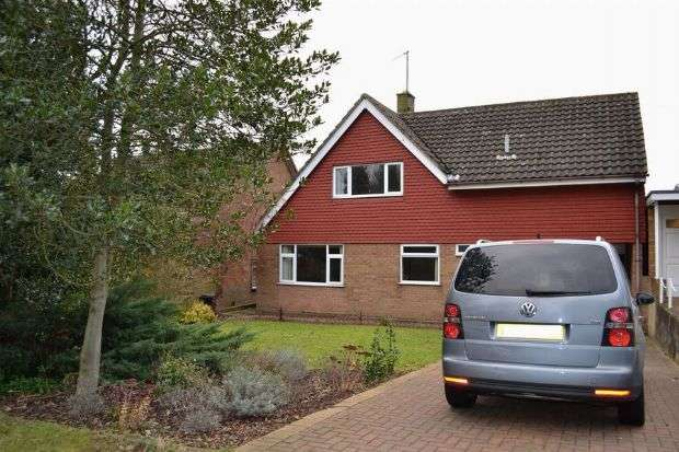 4 Bedrooms Detached House for sale in Chartwell Avenue, Boothville, Northampton NN3 6NT