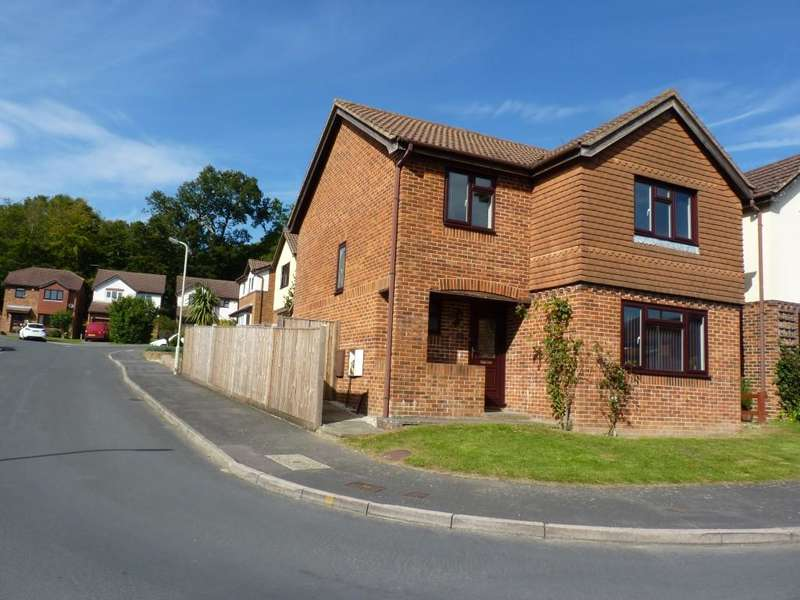 4 Bedrooms Detached House for rent in The Oaks, Heathfield, TN21 8YA