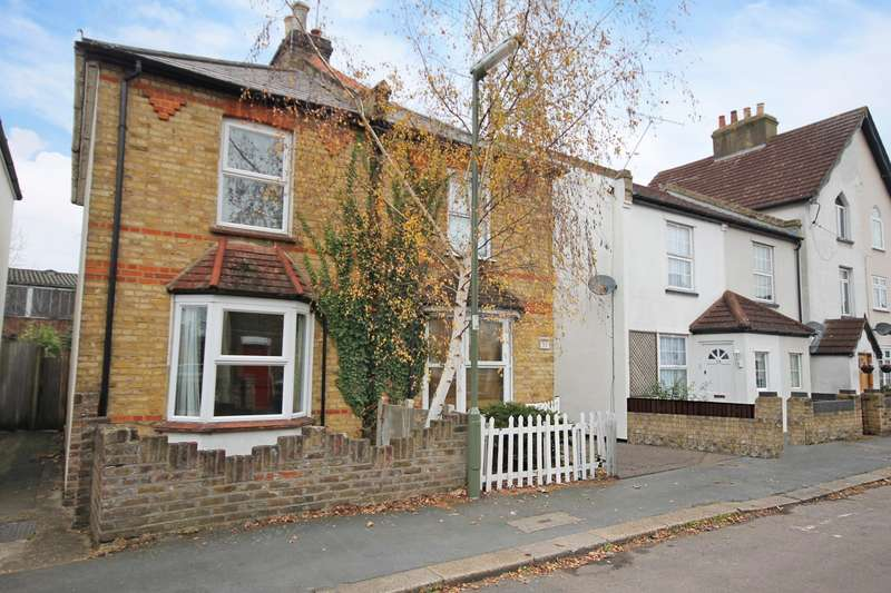 2 Bedrooms Semi Detached House for rent in New Road, Staines-Upon-Thames, TW18