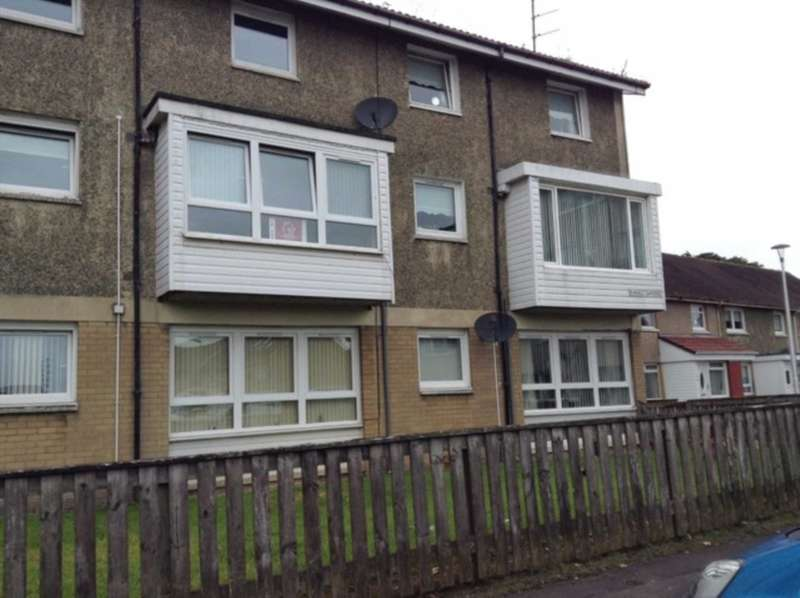 2 Bedrooms Flat for rent in Ranald Gardens, Springhall