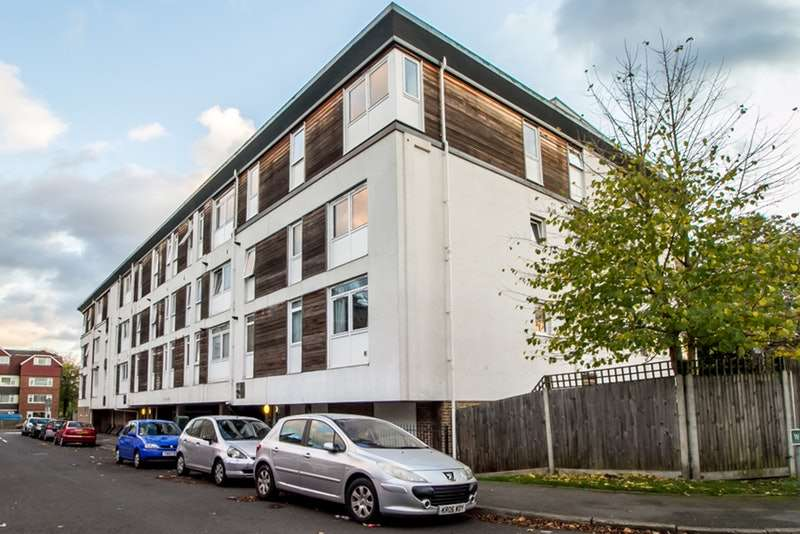 2 Bedrooms Flat for sale in Weighton Road, London, London, SE20