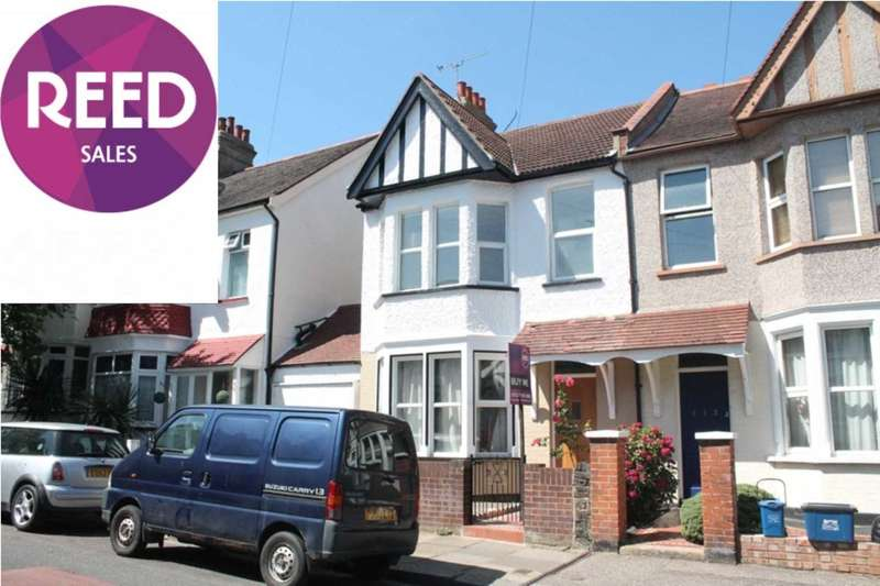 3 Bedrooms End Of Terrace House for sale in Brightwell Avenue, Westcliff On Sea