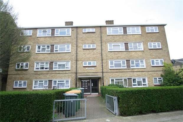 3 Bedrooms Flat for sale in Sandford Close, East Ham