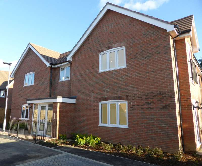 2 Bedrooms Apartment Flat for sale in Fuggles Close, Lenham Road, Headcorn, TN27
