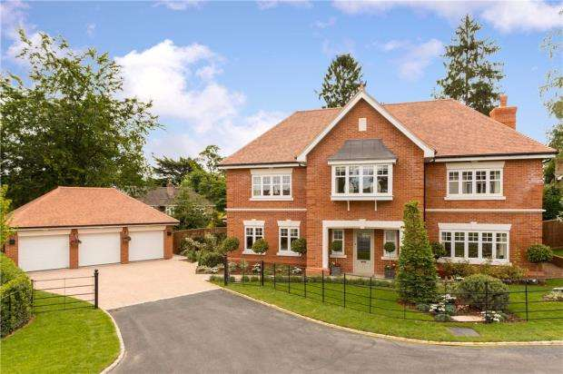 5 Bedrooms Detached House for sale in Farnehurst, Harpsden Way, Henley-On-Thames