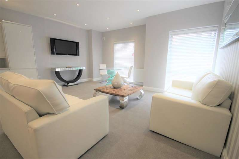 2 Bedrooms Flat for sale in Kings Court Apartments, Little King Street, East Grinstead, RH19 3DJ