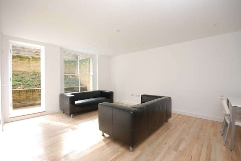 2 Bedrooms Maisonette Flat for rent in Shakespeare Road, Herne Hill, SE24