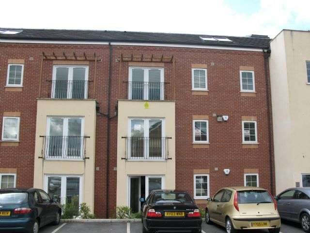 2 Bedrooms Apartment Flat for rent in 5 Windermere Court, Leigh, Wigan WN7 1WH