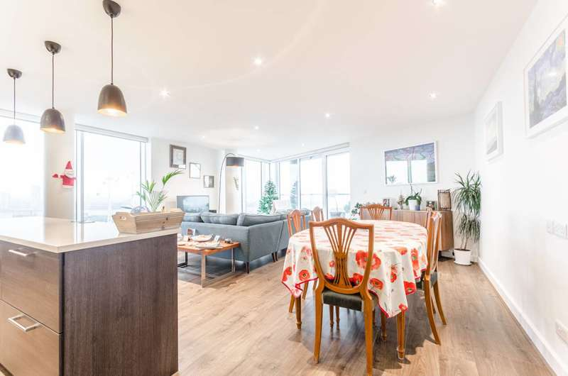 3 Bedrooms Flat for sale in Alaska Apartments, Royal Docks, E16