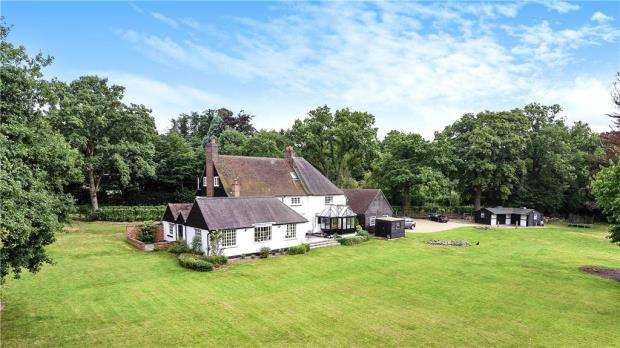 5 Bedrooms Detached House for sale in Steep Hill, Chobham, Woking