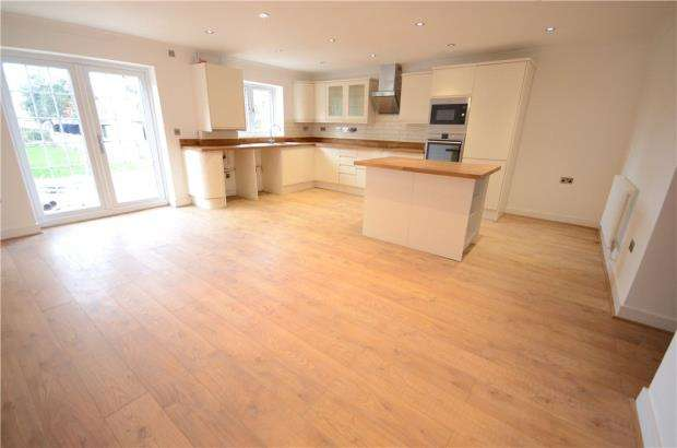 4 Bedrooms Detached Bungalow for sale in College Road, College Town, Sandhurst