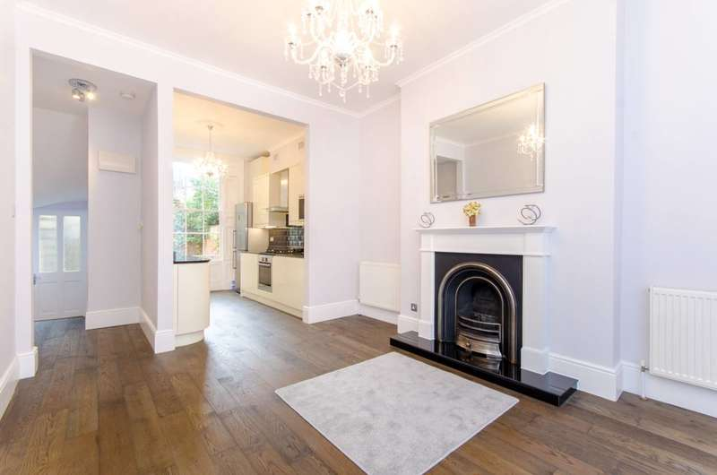 2 Bedrooms Flat for rent in Amwell Street, Finsbury, EC1R