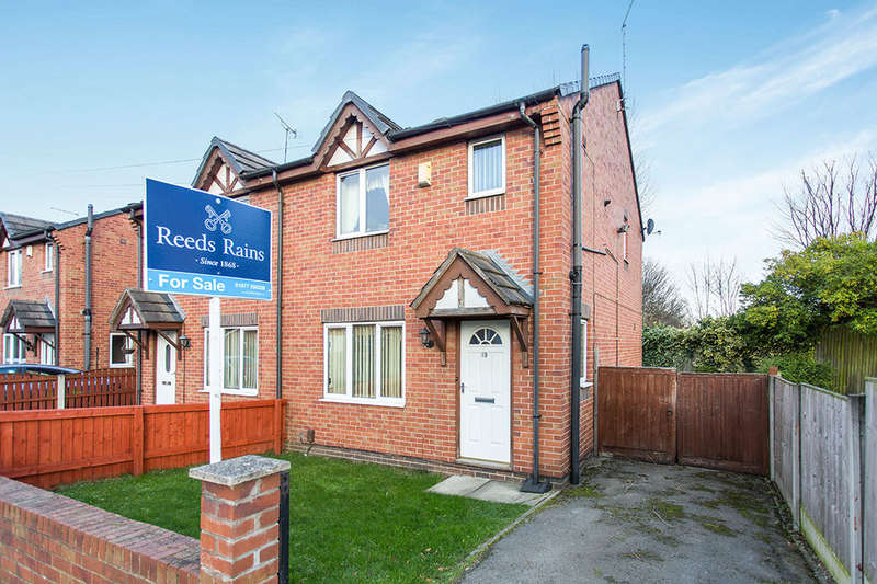 3 Bedrooms Semi Detached House for sale in Nicholson Street, Castleford, WF10