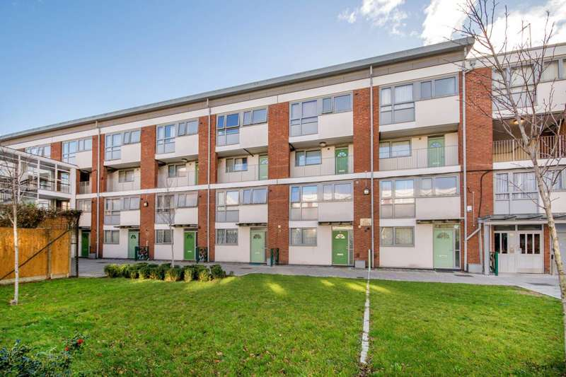 3 Bedrooms Maisonette Flat for sale in Robsart Street, Stockwell, SW9