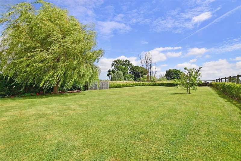 5 Bedrooms Detached House for sale in Susans Hill, , Woodchurch, Ashford, Kent