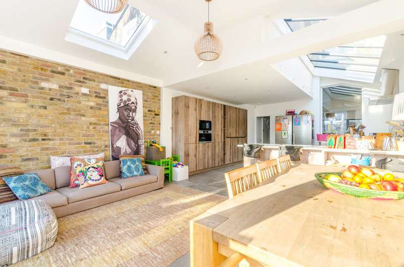 5 Bedrooms House for rent in Hydethorpe Road, Balham, SW12