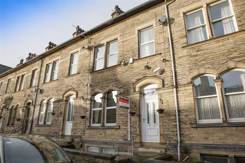 4 Bedrooms Terraced House for sale in Savile Park Road, Halifax