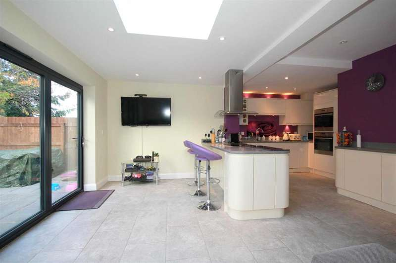 4 Bedrooms Semi Detached House for sale in EXTENDED and WELL PRESENTED 4 BED SEMI DETACHED home with ENSUITE in BOXMOOR