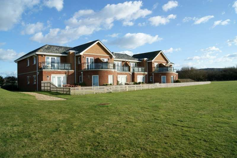 3 Bedrooms Ground Flat for sale in Totland Bay, Isle of Wight