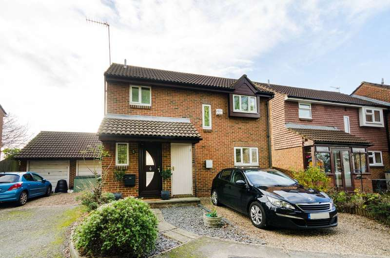 3 Bedrooms Detached House for sale in Rosewood Grove, Sutton, SM1