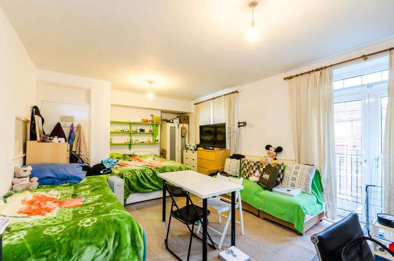3 Bedrooms Flat for sale in Tilson House, Clapham Park, SW2