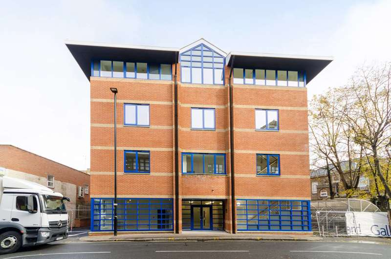 Studio Flat for sale in Craneshaw House, Hounslow, TW3