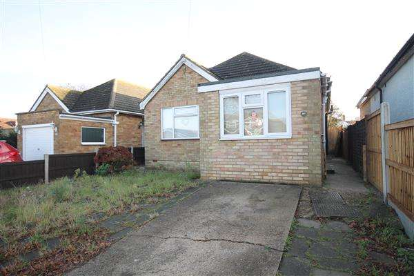 3 Bedrooms Bungalow for sale in Chelmsford Road, Holland on Sea