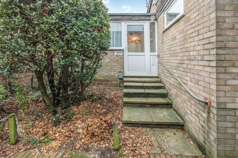 3 Bedrooms Bungalow for rent in Glenda Crescent, Norwich
