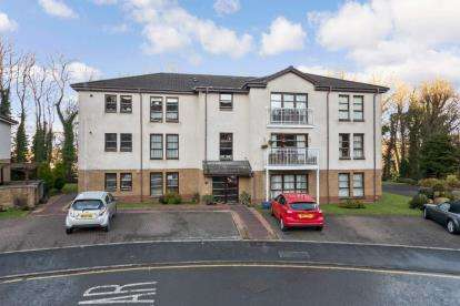 2 Bedrooms Flat for sale in Station Avenue, Inverkip