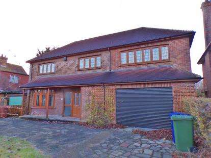 5 Bedrooms Detached House for sale in Stanford le Hope, Essex