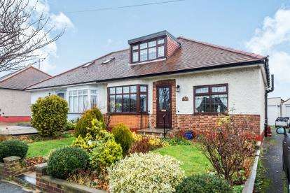 4 Bedrooms Bungalow for sale in Rise Park, Romford, Havering