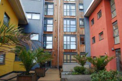 2 Bedrooms Flat for sale in 214 Plaistow Road, London, Plaistow