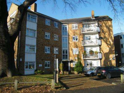 3 Bedrooms Flat for sale in New Wanstead, London
