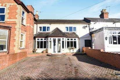 3 Bedrooms Semi Detached House for sale in Village Street, Harvington, Evesham, Worcestershire